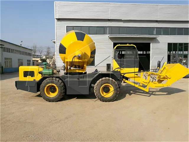 Mobile self loading concrete mixer for sale